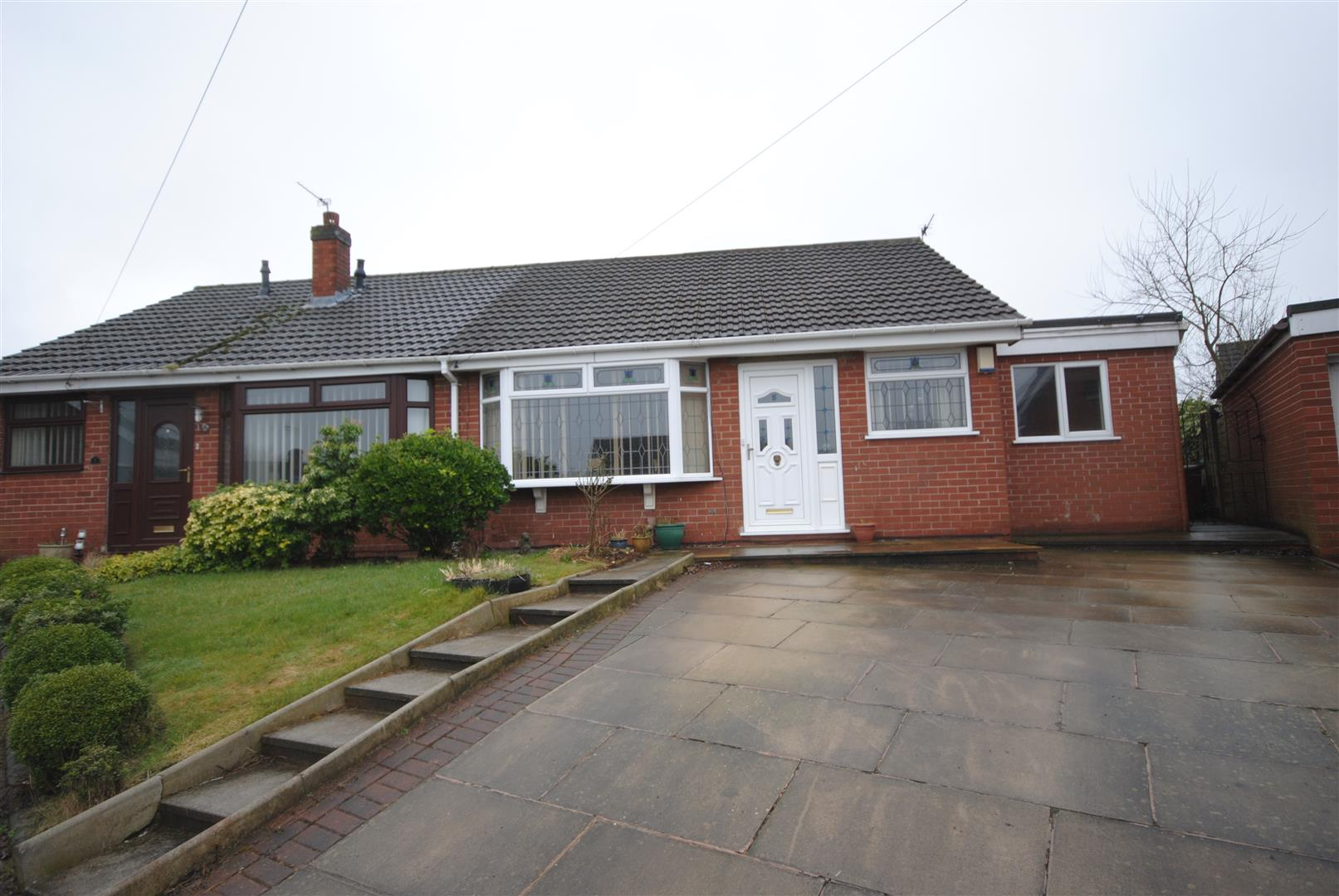 3 Bedrooms Semi Detached Bungalow for sale in Fardon Close, Wigan